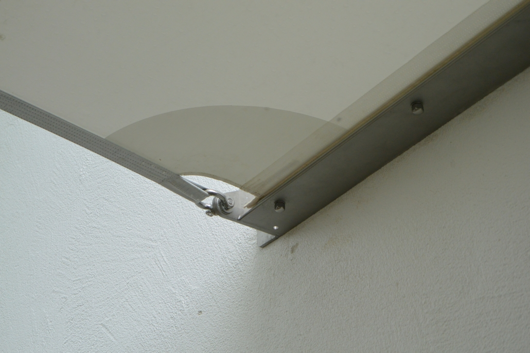 aeronautec Perfektion- lineare Anbindung eines Sonnensegels- Carportlösung