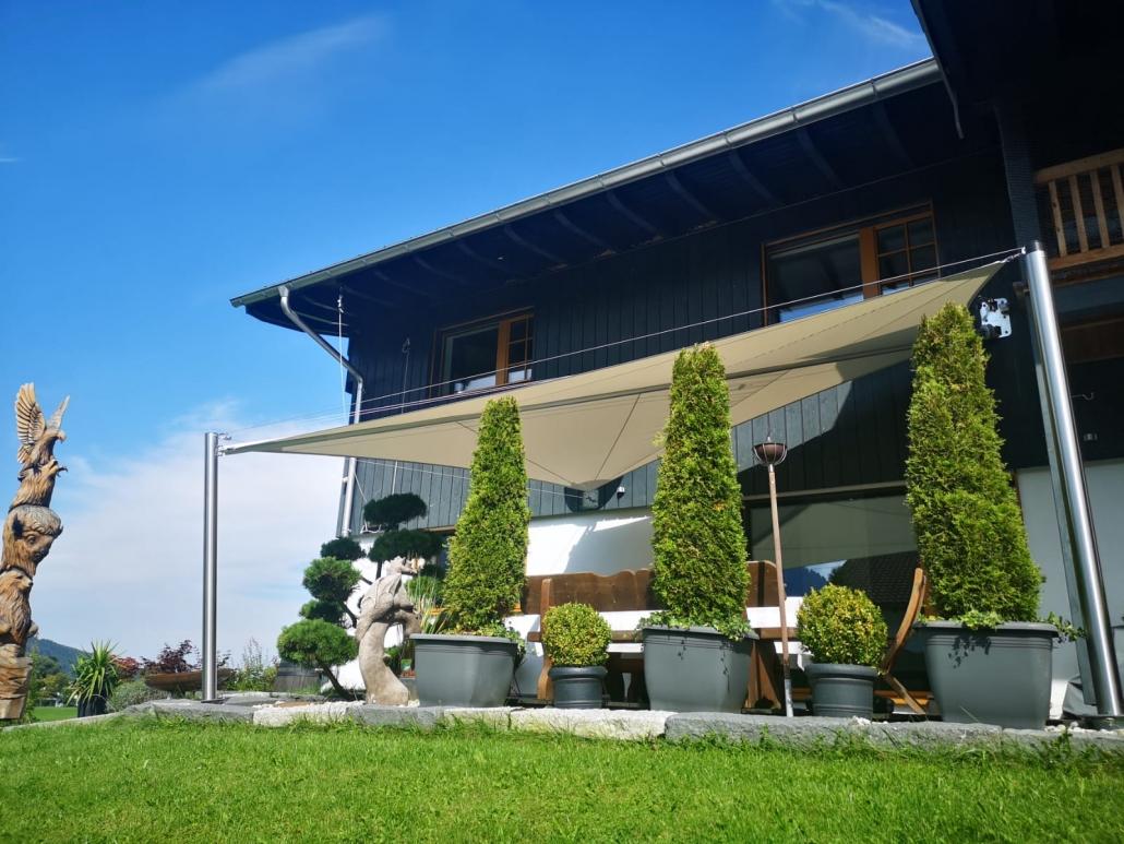 erosun® Rollsegel (Sun Furl System) Firmenlounge, elektrisch, Sonnenschutz, Sonnensegel rollbares Sonnensegel, Regensensor