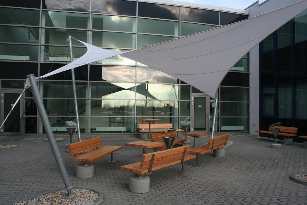 aerosun® 365 Innenhofüberdachung, Objektbau Mitarbeiterlounge